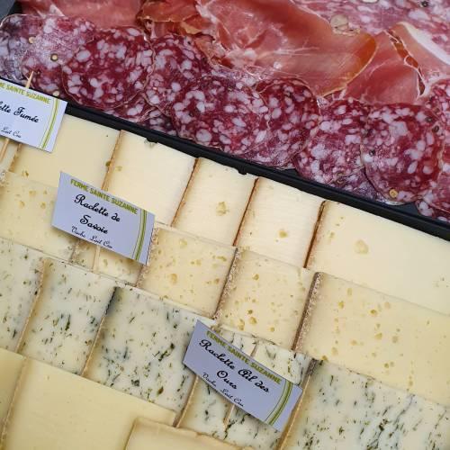 Plateau de raclette au lait cru (250g) et charcuterie artisanale de Savoie (100g) pour bon gourmand