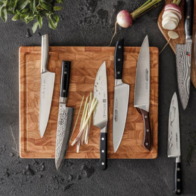 LA COUTELLERIE « Le bon couteau, c'est l'instrument incontournable. Celui avec lequel on exécute le