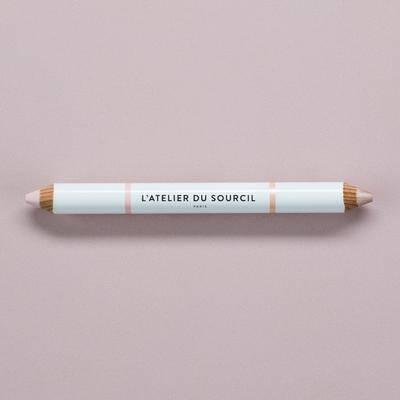 DUO SUBLIMABROW Crayon sourcils à double embout avec une texture crème facile d'application.  Une te