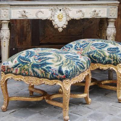 Paire de tabourets style régence en bois doré 19ème