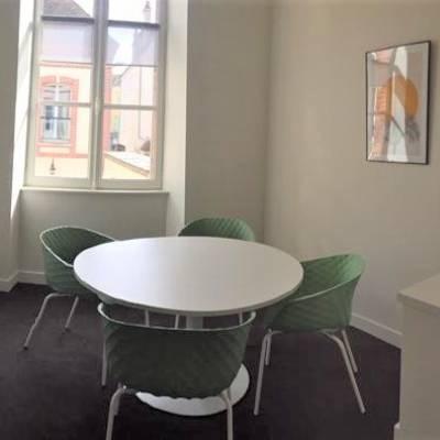 salle de réunion de 4 personnes
