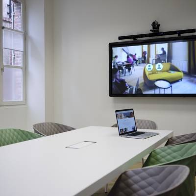 salle de vidéo conférence pour 8 à 10 personnes
