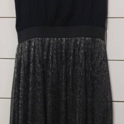Robe longue noire pailletée taille 40. 15€