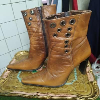 Bottines cuir fauve pointure 37. 15 euros